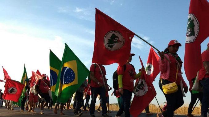 MST Brasil de la confrontación al latifundio